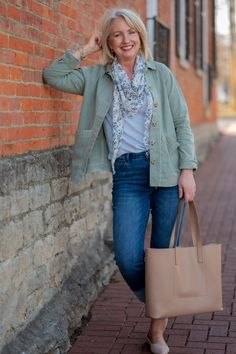 Modern Barn Jacket Outfit - how to style a barn jacket for spring - spring outfit women over 50 - over 50 spring styles Over 50 Womens Fashion, Fashion Over 50, Cute Fashion, Fashion Outfits, Fashion Ideas, Women's Fashion, Spring Summer Fashion, Spring Outfits, Summer Handbags