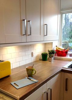 Kitchen Tiles Ideas For Splashbacks howdens gloss white integrated handle - google search | kitchen