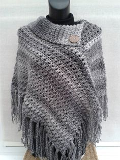 Knitting poncho sweater tricot ideas for 2019 Crochet Poncho Patterns, Crochet Shawls And Wraps, Sweater Knitting Patterns, Crochet Scarves, Loom Knitting, Crochet Clothes, Knit Crochet, Crochet Hats, Knitting Sweaters
