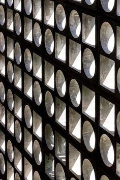 studio – marcio kogan, Architects Gallery, Fernando Guerra / FG + SG · casa … - All For Garden Facade Architecture, Contemporary Architecture, Luigi Snozzi, Breeze Block Wall, Studio Mk27, Concrete Blocks, B & B, Brick Wall, Cladding
