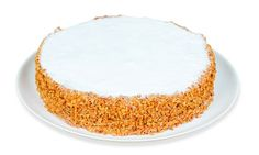 Torta Bem Casado de Paçoca Finas camadas de pão de ló especial, recheadas com creme de amendoim, chantilly e paçoca, decorada com açúcar de confeiteiro e amendoim picado.