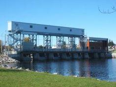 Weedon  //  Situé sur la rivière St-François, le barrage Aylmer, un barrage poids, très peu armé, composé de 8 piliers qui supportent le pont de la Route  161 et le tablier d'opération du barrage.  Les travaux de réfection du barrage ont été réalisés en 3 phases. Cegerco a réalisé les travaux de deux de ces phases (phases 2 et 3). La phase 2 est un nouveau bâtiment de 5,8 m x 14.7 m avec une hauteur de 6.4 m avec toiture  amovible pour abriter l'équipement de levage des vannes 6 et 7