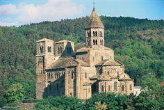 L'église de Saint-Nectaire, dédiée à Saint Nectaire d'Auvergne, est une église romane qui se dresse sur le Mont Cornadore à Saint-Nectaire dans le département français du Puy-de-Dôme et la région Auvergne.