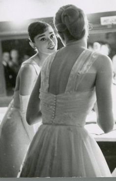 audrey hepburn and grace kelly, together backstage at the oscars