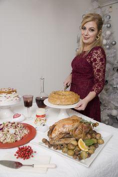 Η αγαπημένη μου Ντίνα Νικολάου μας υποδέχθηκε στο σπίτι της στην Αγ. Παρασκευή και μας έκανε το τραπέζι με τις υπέροχες χριστουγεννιάτικες δημιουργίες της. Greek Recipes, Holidays And Events, Holiday Recipes, French Toast, Food And Drink, Cheese, Breakfast, Foods, Heart