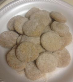 Pan De Polvo (Mexican Shortbread) Pan de Polvo is traditionally served at Christmas, Weddings, and Quinceneras. This recipe is one of my families favorites at Christmas time, and I know your family will enjoy it also. Mexican Pastries, Mexican Sweet Breads, Mexican Bread, Mexican Dishes, Mexican Food Recipes, Dog Food Recipes, Cookie Recipes, Mexican Desserts, Dessert Recipes