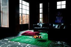 #Vintage #tapijten voor elke #interieurstijl. De vintage tapijten van FTWL geven ieder #interieur een ware boost, welke #woonstijl je ook hebt. Voor een strakke omgeving komen #felle #groene #kleuren het beste tot hun recht.