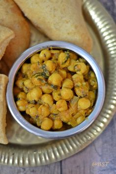 Easy Chana Masala | Chickpeas Curry Indian Food Recipes, New Recipes, Vegetarian Recipes, Ethnic Recipes, Legumes Recipe, Chickpea Curry, Masala Recipe, Canned Chickpeas, Meatless Monday