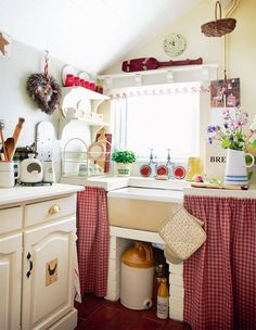 red gingham, farmhouse sink, vintage shabby kitchen - yes!