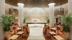 Located in the prestigious Marunouchi district, The Peninsula Tokyo offers commanding city views, luxurious comfort, and legendary Peninsula hotel service. Peninsula Tokyo, Peninsula Hotel, Hotel Lobby Design, Japon Tokyo, Tokyo Hotels, Hotel Services, Top Interior Designers, Light Architecture, Lobbies