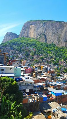 View of the favela in Rio de Janeiro Favelas Brazil, Brazil Culture, Irish Images, Living In Brazil, Minimalist Wallpaper, Outside World, Rio Grande Do Sul, Slums, Beautiful Places