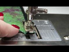 Use this technique to create a quick finish on mini quilts, mug rugs, coasters, or micro-quilts. Quilting Tips, Quilting Tutorials, Sewing Tutorials, Video Tutorials, Sewing Patterns Free, Free Sewing, Sewing Hacks, Sewing Tips, Sewing Ideas