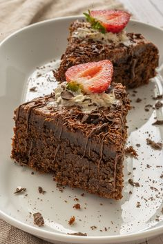 Chocolate Mousse Cake {Low Carb, Gluten Free, Sugar Free, Grain Free, Keto Friendly} Low Carb Chocolate Cake, Sugar Free Dark Chocolate, Big Chocolate, Chocolate Mousse Cake, Chocolate Flavors, Chocolate Recipes, Easy Desserts, Delicious Desserts, Dessert Recipes