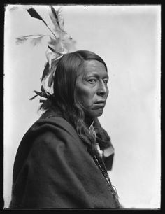 A number of the Sioux photographed had fought against the U.S. military. Chief Flying Hawk was a veteran of Great Sioux War of 1876, the Battle of the Little Big Horn of the same year and was present at the massacre of Wounded Knee — just eight years before Käsebier took his portrait.