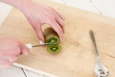 How to Peel a Kiwi Flawlessly (she: Cami)