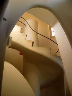 Casa Batlló / Barcelona / Spain by Antoni Gaudi Interior Stairs, Interior And Exterior, White Stairs, Antoni Gaudi, Interesting Buildings, Art Deco Design, Modern Buildings, House Goals, Disney Tips
