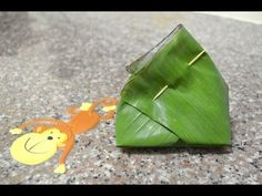 Wrapping Banana Leaf Lesson 1: Triangle Shape Wrapping