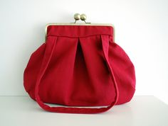Kuvahaun tulos haulle purse frames with drop down loops aliexpressKiss lLock Bag by PikulaBags. Red Purses, Purses And Bags, Coin Purse Pattern, Sacs Design, Frame Purse, Red Shoulder Bags, Red Handbag, Fabric Bags, Crochet Purses