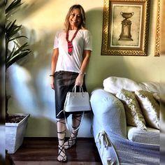 Look para a tarde! #estiloandreafialho - a dica é usar gladiadora com saia mais comprida! ❤️