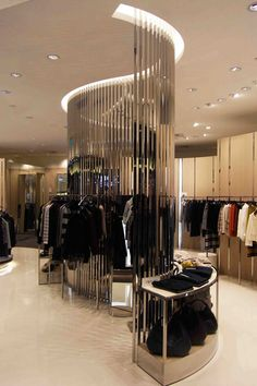Home Decoration Cheap Ideas Retail Interior Design, Boutique Interior Design, Showroom Design, Retail Store Design, Retail Stores, Clothing Store Interior, Clothing Store Design, Fashion Store Design, Fashion Stores