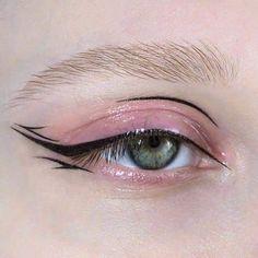 eye makeup for brown eyes . eye makeup tips . eye makeup tutorial for beginners . eye makeup for blue eyes . eye makeup tutorial step by step . Edgy Makeup, Makeup Eye Looks, Eyeliner Looks, Eye Makeup Art, Cute Makeup, Makeup Goals, Pretty Makeup, Makeup Inspo, Eyeshadow Makeup