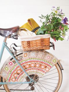 Crochet skirt guard for your vintage bicycle | Full tutorial in Mollie Makes issue 41