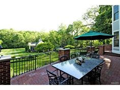 Tons of room for fun & games on this expansive, lush lawn!