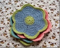 Crochet Dish cloth Flower - just the pic, no pattern Crochet Kitchen, Crochet Home, Knit Or Crochet, Crochet Crafts, Crochet Projects, Crochet Motifs, Crochet Potholders, Crochet Doilies, Crochet Flowers