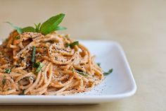 Healthy tomato-basil-'cream'-pasta. Absolutely love this fast & easy sauce!
