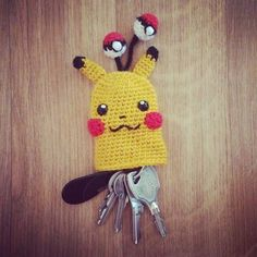 It& a Pikachu, it& a key cosy, it& a Pikakicosi !Here is my brand new free pattern and step-by-step crochet tutorial, with a Pikachu and some tiny-tin Marque-pages Au Crochet, Crochet Amigurumi, Crochet Gifts, Crochet Toys, Free Crochet, Pokemon Crochet Pattern, Pikachu Crochet, Crochet Patterns, Crochet Keychain