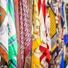 """""""Skjerf deg"""" heter det i Dagens Næringsliv D2 i dag. Ikke noe problem sier vi på Blomqvist nettauksjon! Vi har en mengde originale silkeskjerf fra de store motehusene som Dior, Hermès og Balmain. #vintagehermès #vintagedior #vintagebalmain #silk #vintagescarf #blomqvistnettauksjon #dagensnæringsliv #d2 #blomqvist #blomqvistnettauksjon #blomqvist_auksjoner Vintage Dior, Friendship Bracelets, Hermes, Instagram Posts, Fashion, Moda, Fashion Styles, Fashion Illustrations, Friend Bracelets"""