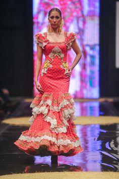 Cañavate Flamenca 2014. Vestido en coral de lunares beige con aplicaciones bordadas. Muy ligero ideal para El Rocío. www.canavatemoda.com