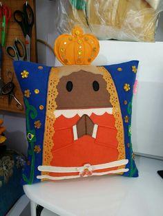 Almofada Nossa Senhora Aparecida! Exclusividade Rbitencourt! Visite-nos : www.r-bitencourt.blogspot.com.br #santo #Rbitencourt #artesanato #pillows #nossasenhora
