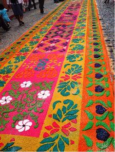 sawdust carpets / alfombras de aserrin para la procesion de Semana Santa
