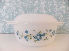 I'm in love: Vintage Arcopal casserole and lid Veronica by peonyandthistle, £10.00