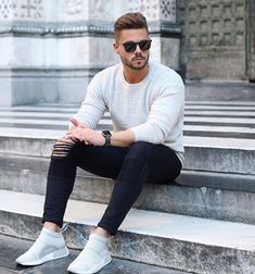 Stay simple! Wish you all a nice evening friends! #easy #look #sweater #nmd Jeans by @manieredevoir #manieredevoir