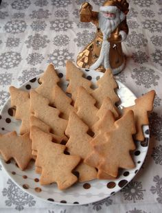 Christmas shortbread with spices - DIY Christmas Cookies Easy Christmas Cookie Recipes, Xmas Food, Christmas Baking, Biscuit Cookies, Biscuit Recipe, Cake Cookies, Desserts With Biscuits, Gourmet Desserts, Chocolate Donuts