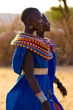 I have some necklaces like these made by the Masai women in Kenya beautiful colours