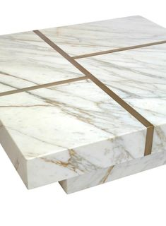 I love the fact that for the past couple of years it´s beenallowed to use  marble again. Back in the ´70 my father imported marble from Italy and we  had marble and brass tables everywhere. Now it´s back and you can use it  all over the house in many ways.