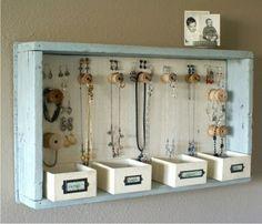 Cajón viejo para guardar accesorios