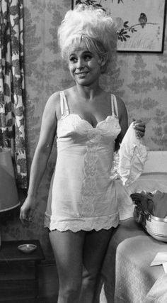 Barbara Windsor in Carry On Doctor Barbara Windsor, British Comedy, British Actors, English Comedy, Comedy Actors, Actors & Actresses, Comedy Movies, Vintage Glamour, Vintage Lingerie