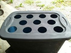 An introduction to assembling a simple hydroponic grow tub. A step by step guide to buying and building this deep water culture hydroponic system yourself. growing simple Hydroponic Tubs: A Build-It-Yourself Guide Hydroponic Vegetables, Hydroponic Farming, Hydroponic Growing, Indoor Aquaponics, Aquaponics Greenhouse, Hydroponic Herb Garden, Hydroponic Plants, Fish Farming, Aquaponics System