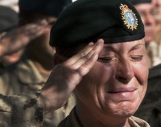 The end of a war can leave long-lasting scarring on the inside as well as on the outside. A Canadian soldier sheds a tear during the last Remembrance Day ceremony after that nation's troops ended their combat mission in July Canadian Soldiers, Canadian Army, Fallen Soldiers, Military Women, Military Life, Reportage Photo, Support Our Troops, Female Soldier, Remembrance Day