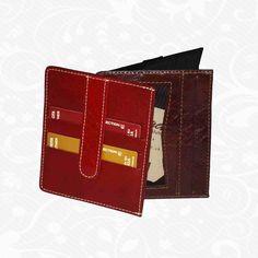 Praktická kožená peňaženka vyrobená z prírodnej kože. Kvalitné spracovanie a talianska koža. Ideálna veľkosť do vrecka a značková kvalita pre náročných. Overená kvallita pravej kože.  1 x oddelenie na doklady 2 x ploché oddelenie 4 x vrecko na platobné karty  http://www.vegalm.sk/produkt/kozena-penazenka-c-8182/