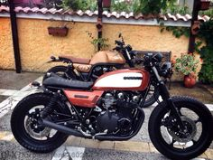 Take a peek at a few of my preferred builds - custom-made scrambler ideas like this Gs500 Cafe Racer, Suzuki Cafe Racer, Suzuki Cars, Suzuki Motorcycle, Cafe Racer Motorcycle, Cafe Racer Bikes, Suzuki Mc, Motorcycle Types, Retro Bikes