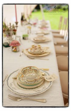 Vintage place settings by thevintagehire.com