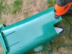 Back Yard Dog Poo Compost Septic Tank : 5 Steps (with Pictures) - Instructables Cheap Dog Kennels, Diy Dog Kennel, Kennel Ideas, Dog Friendly Backyard, Dog Backyard, Dog Kennel Panels, Dog Playground, Dog Toilet, Dog Potty