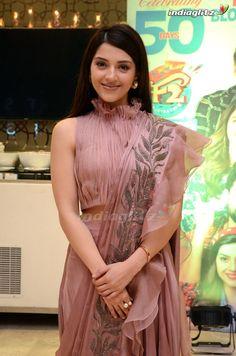 Malayalam Cinema, Malayalam Actress, Telugu Cinema, Aladdin Film, Tamil Actress Photos, South Actress, Beautiful Girl Indian, Telugu Movies, Hottest Photos