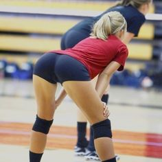 volley hot at DuckDuckGo Volleyball Shorts, Beach Volleyball, Bend At The Waist, Female Volleyball Players, Sporty Girls, Athletic Women, Female Athletes, Sport Fashion, Sports Women