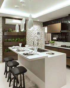 Boa noite gente!!! Inspiração para cozinha.  Moderninha, uso do tom amadeirado sempre deixa o ambiente charmoso. Destaque para a horta, linda! Fonte #decorsalteado #design #interiores #cozinha #kitchen #gourmet #cozinhaamericana #furniture #instasize #instadesign #instadecor #designdeinteriores #decor #decoration #amazing #interiordesign #beautiful #instagood #photooftheday #arquiteturadeinteriores #arquitetura #detalhes #iluminacao #decorating #cool #architecture #goodnight…